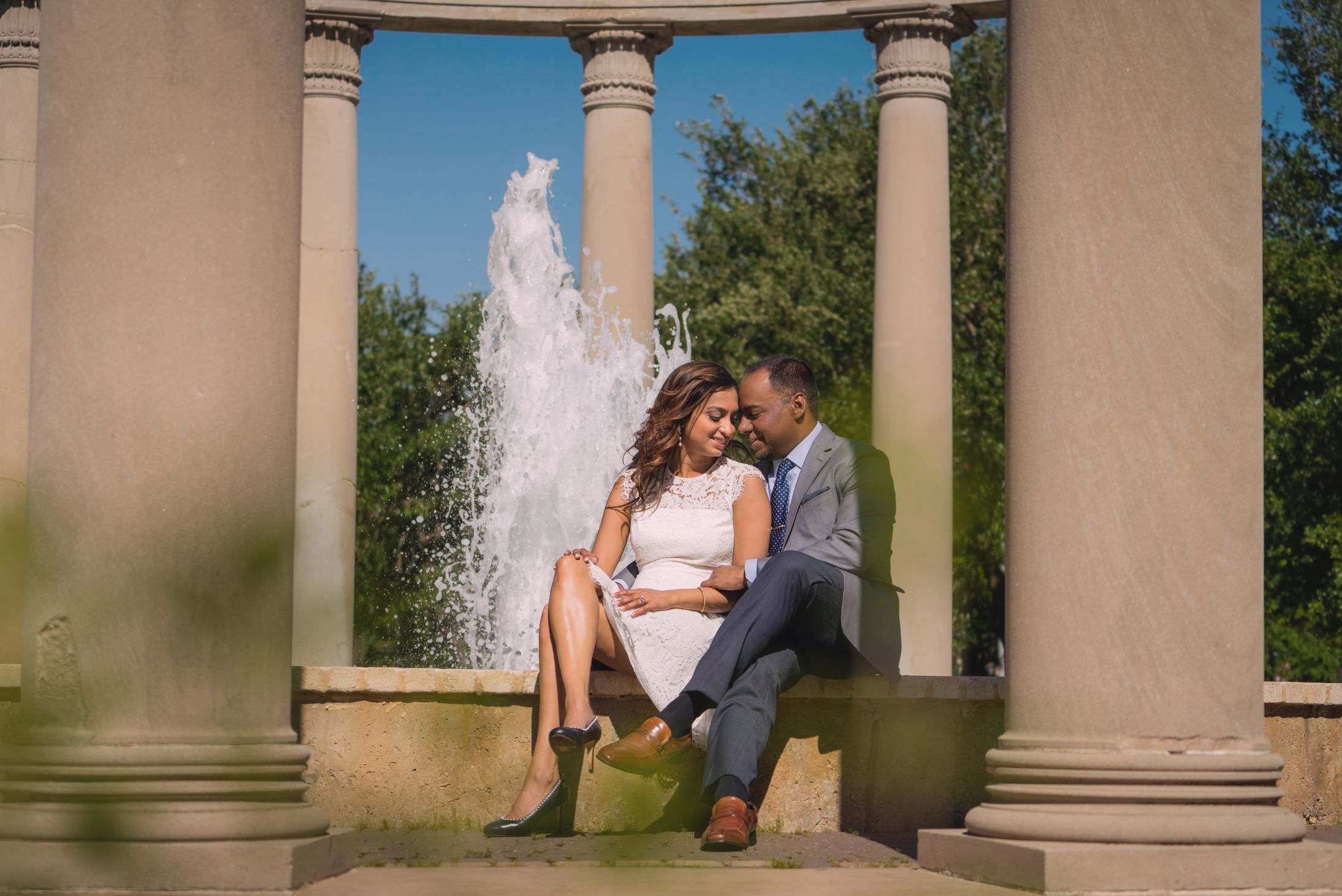 Couple photoshoot outdoor with water fountain in the back